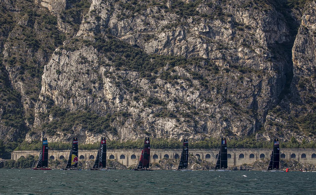 Lake Garda offers an impressive scenery ...