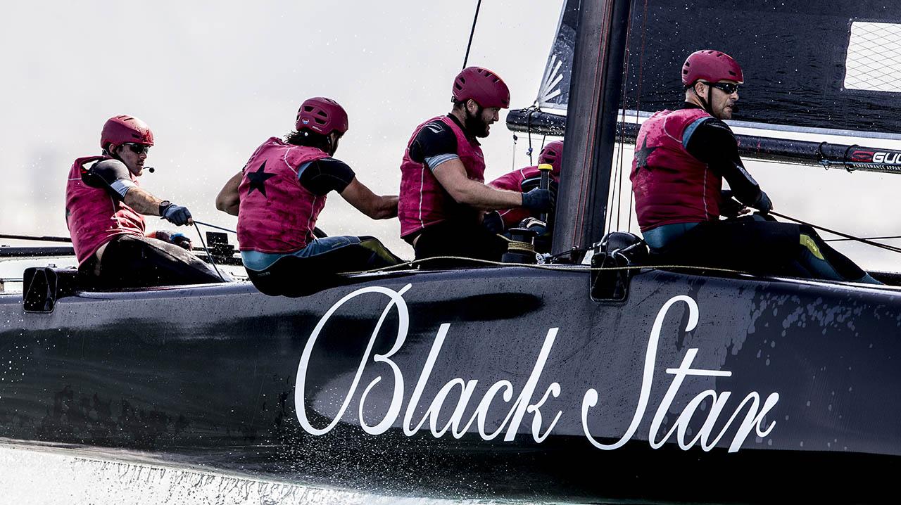 Black Star Sailing im Golf von Oman.
