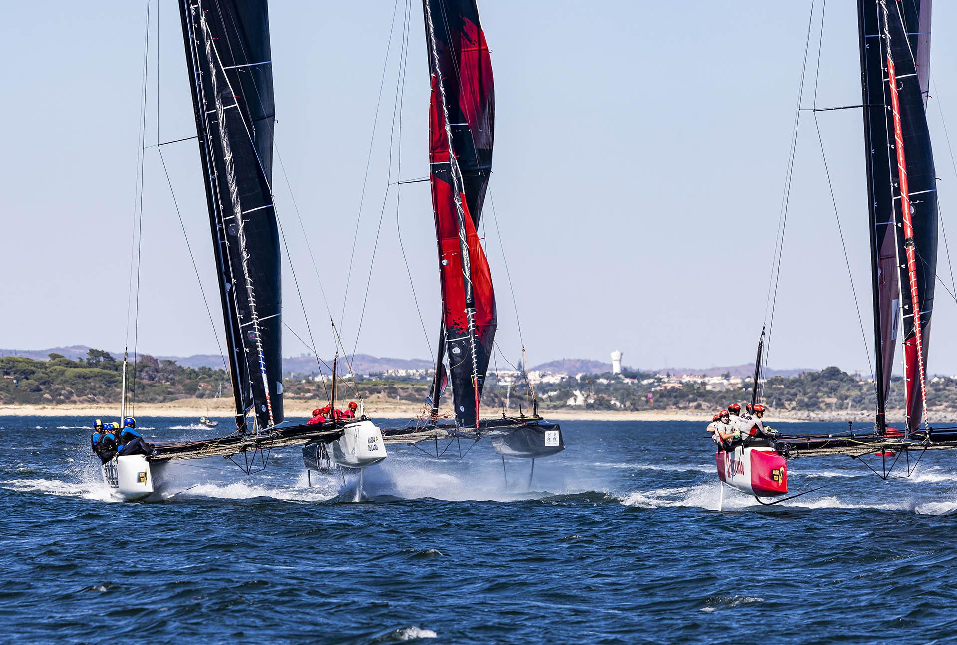Im Race Nr. 7 am zweiten Tag war es für unseren Mast wohl zu viel: Mit einem lauten Knall barst er im unteren Bereich ...